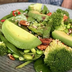 Salade Green (supergezonde salade met avocado en broccoli)